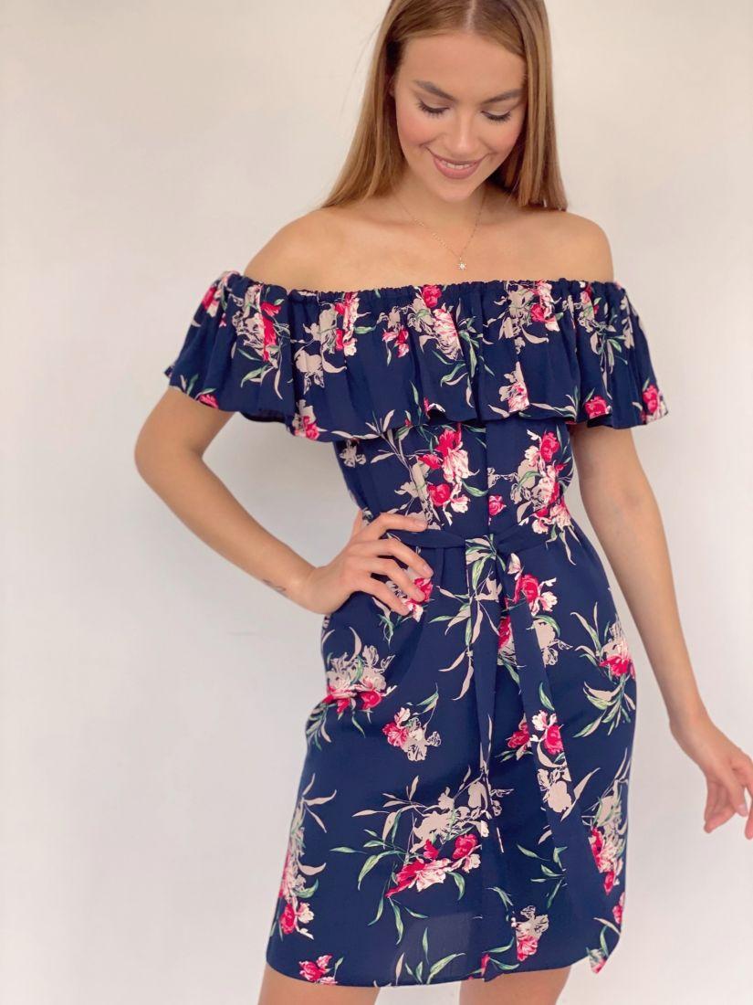 4130 Платье с открытыми плечами тёмно-синее с принтом