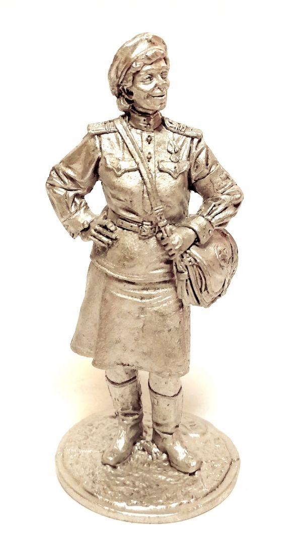 Фигурка Девушка-санинструктор, сержант Красной Армии  олово