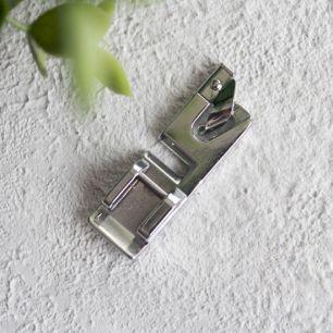 Лапка швейной машины для подрубки краев изделий