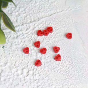 Набор микро пуговиц для творчества - Красные сердечки, 10 шт., 4 мм.