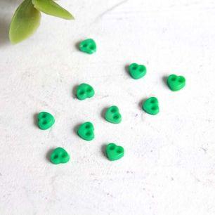 Набор микро пуговиц для творчества - Зеленые сердечки, 10 шт., 4 мм.