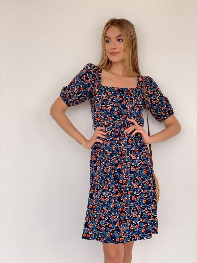 4191 Платье с квадратным декольте тёмно-синее с минималистичным принтом