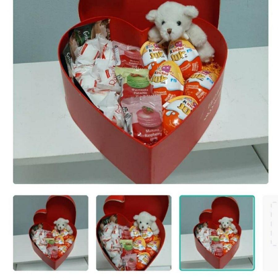 Коробка сердце 30 см со сладостями и мягкой игрушкой