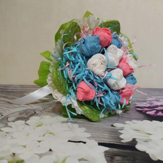 Букет с конфетами из 13 тюльпанов