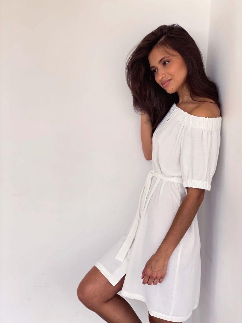 4271 Платье с открытыми плечами белое