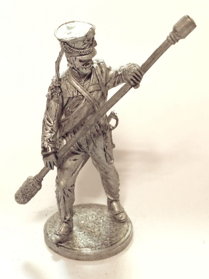 Фигурка Бомбардир 1 номер армейской пешей артиллерии Россия олово