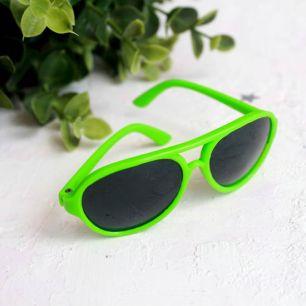 Кукольный аксессуар - очки солнцезащитные, зеленые 8 см.