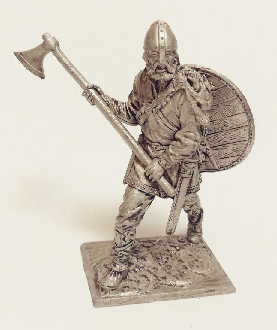 Фигурка Викинг с топором 9-10 вв олово