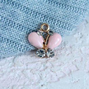 Кукольный аксессуар - Подвеска Розовая бабочка, 1,8 см.