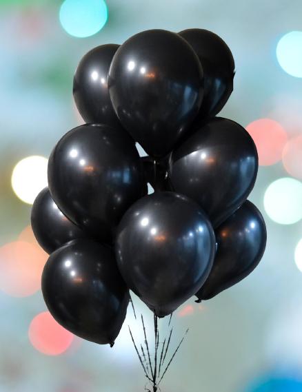 Фонтан из 10 черных шаров