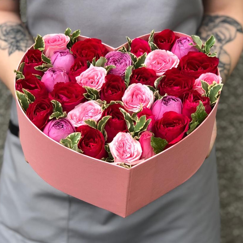 Розы микс в коробке-сердце