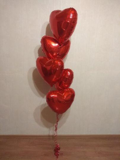 Фонтан из 5 фольгированных сердец