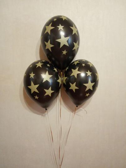 Черные с золотыми звездами латексные шары с гелием