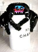 черный паук-подушка