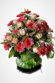 "Корзина на похороны ""Жардин №5"" из роз, хризантем и зелени"