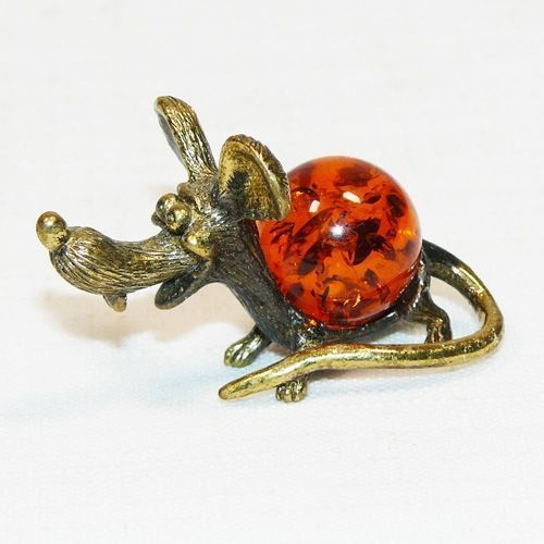 Мышь Пинки - фигурка из бронзы с камнем янтарь