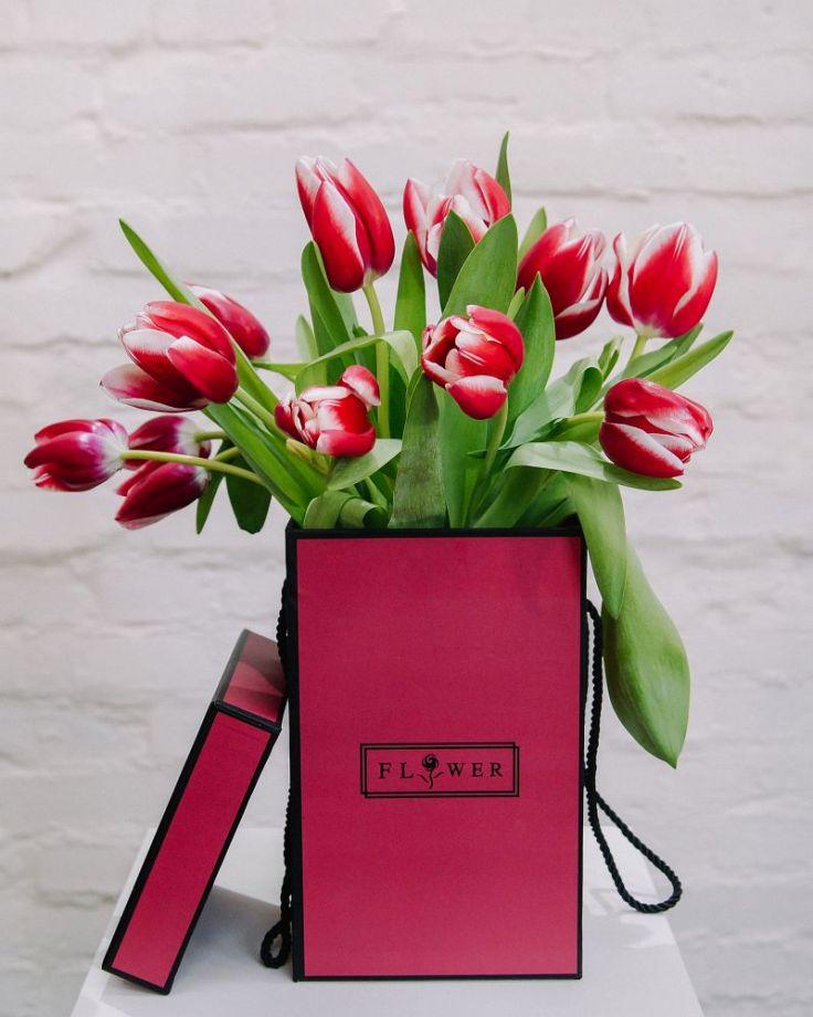 Коробка с цветами из 15 тюльпанов