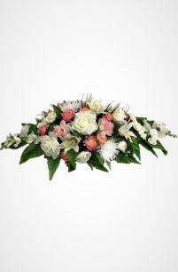 Фото - Ритуальная композиция на могилу/гроб Элит №4 из роз, хризантем, лилий в светлых тонах