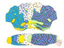 Костюм представлен в разных цветах для мальчиков и девочек