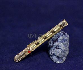 Зажим для галстука с искусственным гранатом с орнаментной гравировкой (арт. 880185)