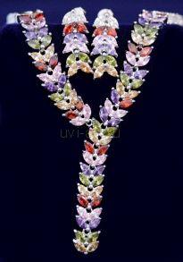 Комплект позолоченных украшений с разноцветными топазами - серьги и колье (арт. 880199)