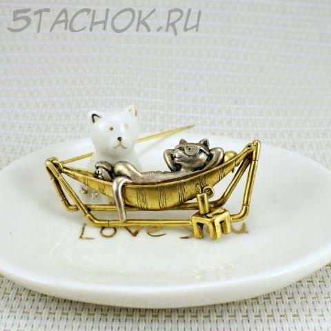 """Брошь """"Кот в шезлонге"""" цвет олова/золота (Danecraft США)"""